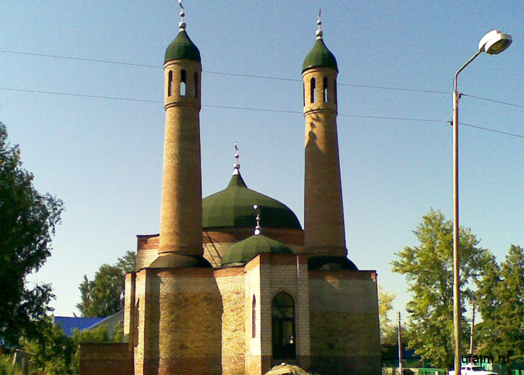 The mosque in the village of Kirgiz-Miaki - Directory «HalalGuide»