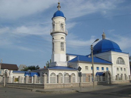 The white mosque (AK-Mosque) - Directory «HalalGuide»